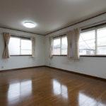 洋室12帖。ライフスタイルに合わせて間取り変更が可能なお部屋です。仕切りを造作すれば2部屋に変更可能です(別途要費用)。(寝室)