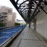 ペデステリアンデッキを通って新浦安駅まで行くことができます。