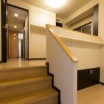 洋室8.4帖。ウォークインクローゼットや床下収納スペースなど豊富な収納スペースがあります。(寝室)