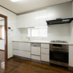 食洗機、コンベック付きシステムキッチン。キッチン収納と床下収納が付いています。(キッチン)