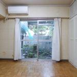 専用庭に面した1階洋室(寝室)