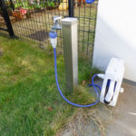 専用庭にはお掃除、水遣りに利用できる水栓付き。芝刈り機が利用できる電気コンセントも付いています。