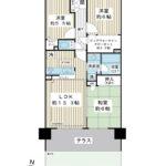 専用庭付き3LDK。ビッグウォークインクローゼット、1階住戸にしかないキッチン床下収納など収納スペース充実の間取りです。(間取)