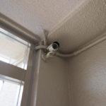 マンション共用部に防犯カメラが付いています。